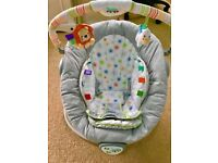 Baby chair, plays music and vibrates, age from birth, all covers are washable