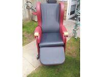 Immaculate hydro tilt chair.