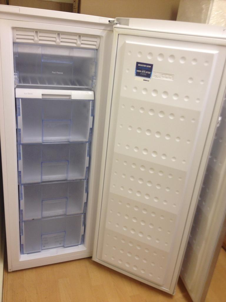 Upright freezer (frost free)