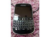 Blackberry 9900 Bold Mobile phone with spare battery and charger