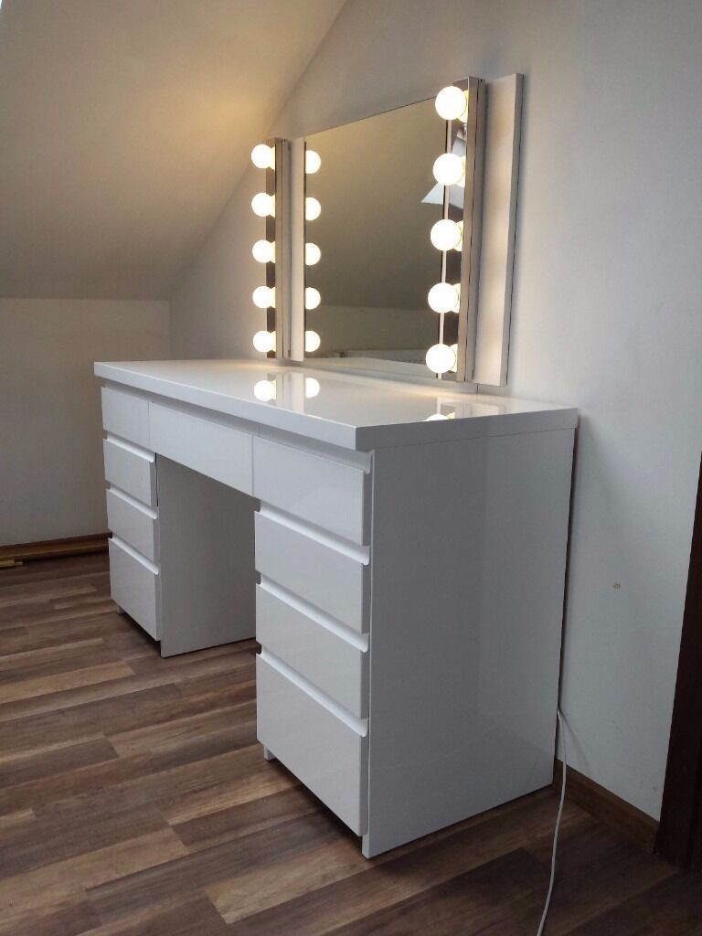 white high gloss dressing table elegant and modern in hereford herefordshire gumtree. Black Bedroom Furniture Sets. Home Design Ideas