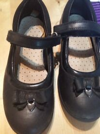 Girls Clarks leather school shoes size 11 e