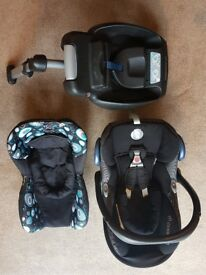 Maxi Cosi Cabriofix Carseat, easy base and spare insert