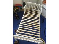 Children's bed 2-5yrs old Excellent condition with free duvet and sheets