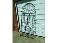 Metal gate, good condition.