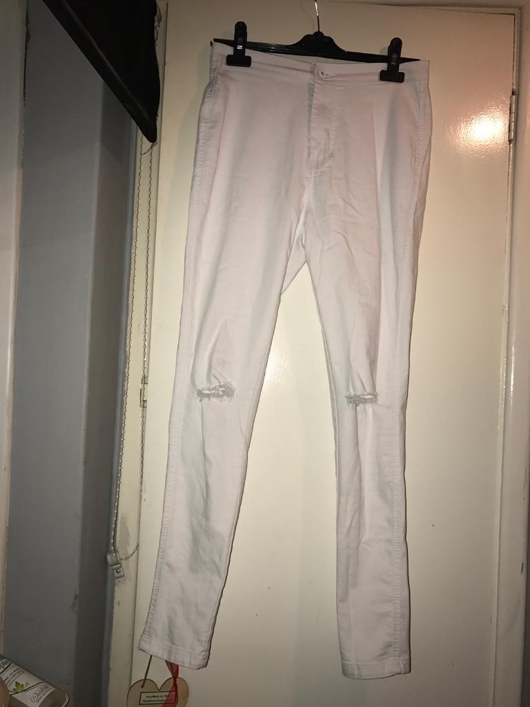 Womens white ripped knee jeans, size 12in Reading, BerkshireGumtree - Womens white ripped knee jeans, size 12. From Boohoo, worn twice in very good condition. Very comfortable, however thin material so slightly see through. Very nice pair of jeans, perfect for summer