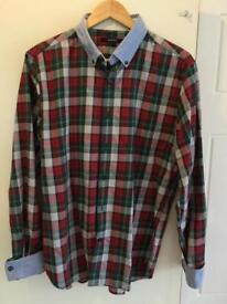 A WELL DESIGNED TARTAN PATTERNED GANT SHIRT WITH BLUE COLLAR AND BLUE TURN UP CUFFS SIZE LARGE
