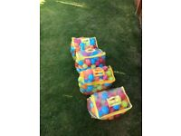 400 kids play balls - good clean condition. Strong plastic from Toys R Us. All bagged...
