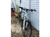 Trek 6500 mountain bike top spec shimano xt Rockshox Reba forks with handle bar lock