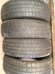 4 pneus d hiver 215/70r16 kumho