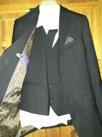 Boys 3 piece suit age 11. ( no tie) worn once for prom in emaculate condition