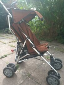 Clean and Immaculate CHICCO Pram FREE LOCAL DELIVERY