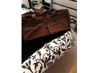 VERY LARGE PULL ALONG BAG IDEAL FOR TRAVELLING IN CHOCOLATE BROWN