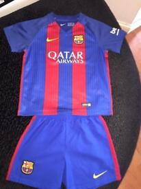 Barcelona Strip 16/17 Size S (4-5) Strip and shorts All in good condition