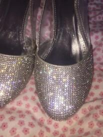 QUIZ SIZE 4 PROM SHOES