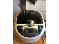Selling multicooker (barely used), utensils, instructions, and box included