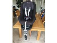 Maxi-Cosi FamilyFix base and Pearl car seat