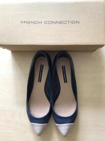 French Connection nave/beige leather flats
