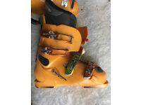 Salomon Size 8 Ski Boots