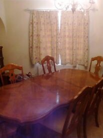 Extendable dining room table and 6 chairs. Pecan wood veneer. Beautiful table in good condition