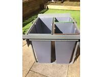 Pull out kitchen recycling bin