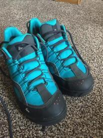 Waterproof hiking shoes. Size 4