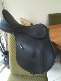 """Wintec Synthetic 18"""" Saddle great condition"""