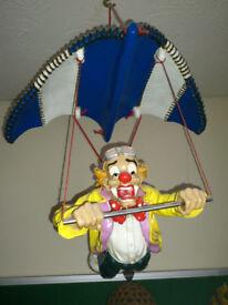 A FLYING CLOWN -- Hang Gliding !