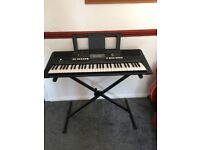 YAMAHA PSR E423 Electric Keyboard Piano in Excellent Condition with X Stand