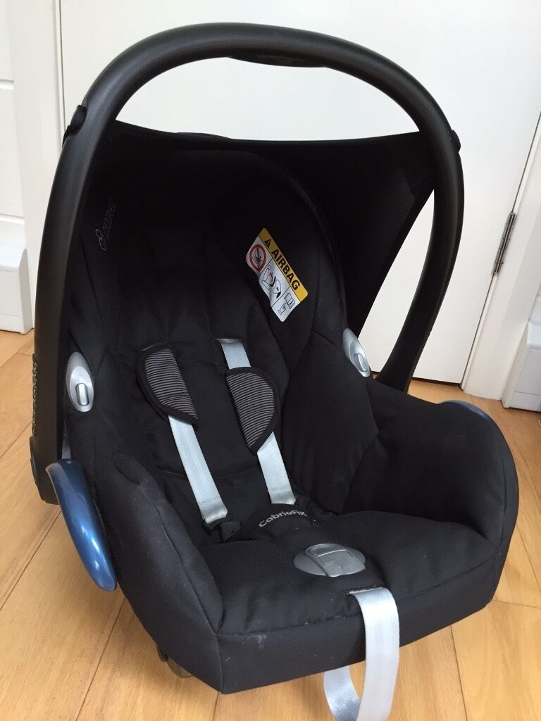 maxi cosi cabriofix car seat and easyfix isofix base 0 1 year 0 13kg used for one child. Black Bedroom Furniture Sets. Home Design Ideas