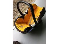 Maxi-cost car seat with easy base
