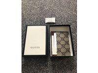 Gucci supreme card holder