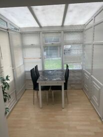 Spacious 2 bed house part dss welcome