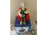 Wallace and gromit garden figure