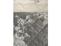 Jacquard design bedspread