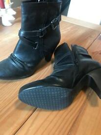 Ankle boots size 5 never worn