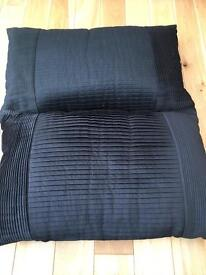 Decorative pillows black x2