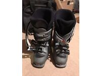 Ski boots with bag (Brand: Salomon, UK Size: 4.5, good condition)