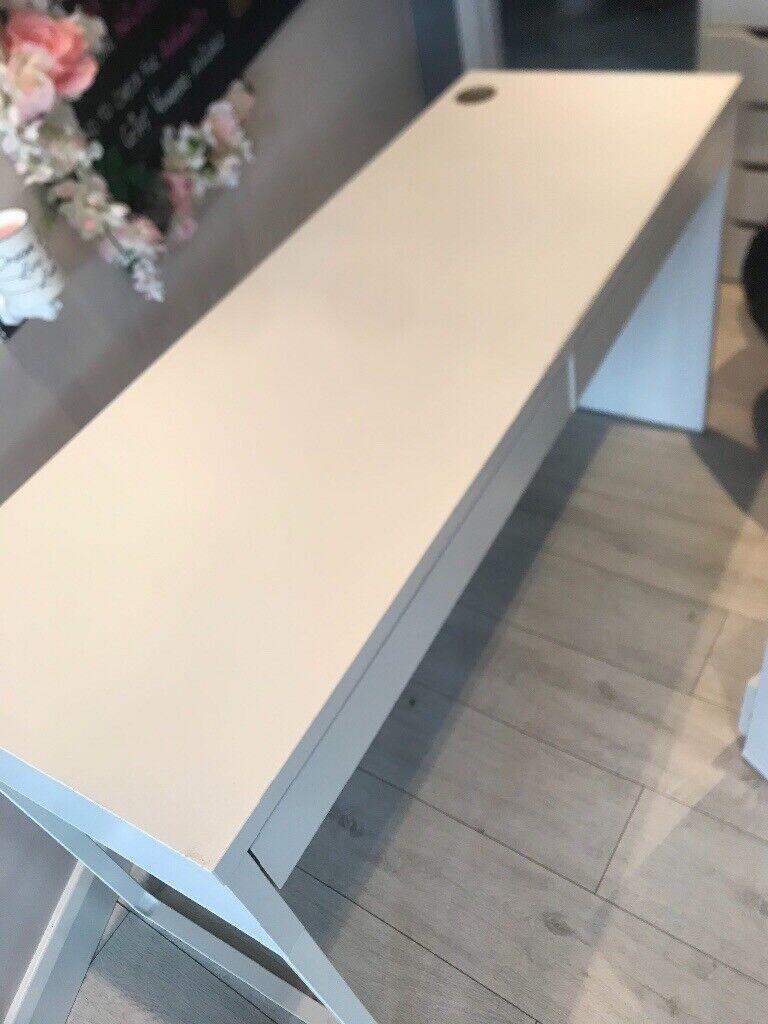 Ikea Desk Glass Top In Cambuslang Glasgow Gumtree