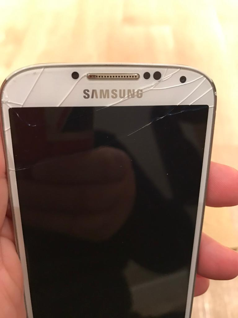 SAMSUNG GALAXY S4 (cracked screen) Works okin Angmering, West SussexGumtree - Samsung Galaxy S4 on VODAFONE network full working order and good condition apart from the screen. No charger