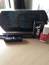 Christmas Gift-Avon Mark. Gift Set