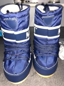 Kids moon boots brand new new worn in packaging size 6-8.5