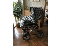 4 in 1 Mamas and Papas Pram/pushchairs, car seat with loads of accessories