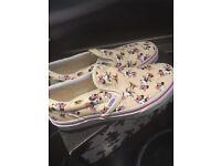 Brand new Disney Minnie Mouse Vans Size UK 2