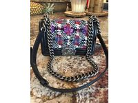 Exceptional Chanel leather bag purse