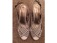 Pavers sandals size 6 New!