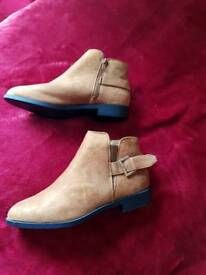 Size 7 suede boots