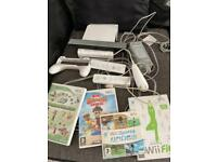 Nintendo Wii 4 games 2 controllers