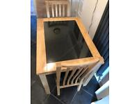 Small dinning table & 2 chairs