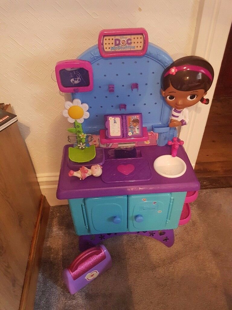 Doc McStuffins health clinic and bag with all accessories